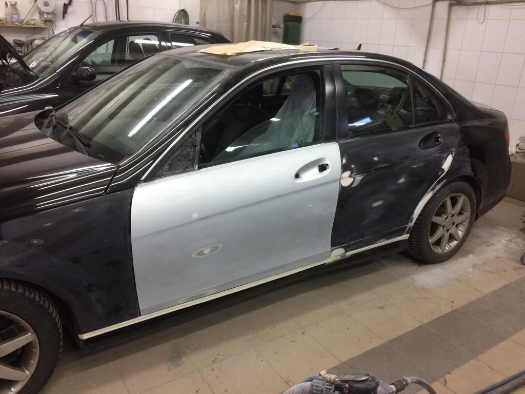 Фото Mercedes с установленными новыми дверями