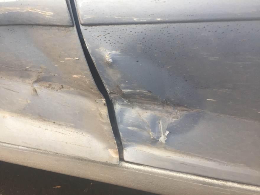 Фото повреждений левой части Opel Meriva