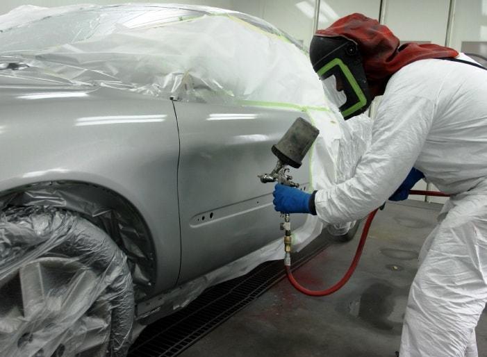 Процесс полной покраски кузова автомобиля на фото АвтосервисПрофи