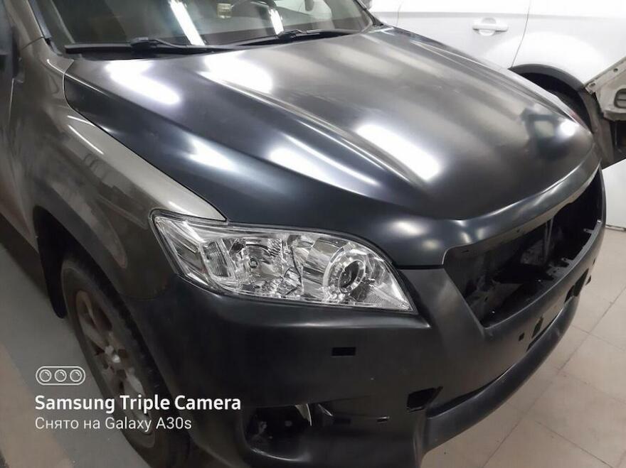 Фото процесса восстановления передней части Toyota